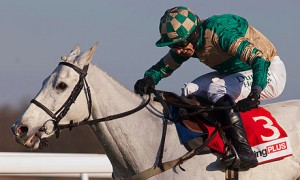 Nacarat winning in the Racing Plus Chase at Kempton Park